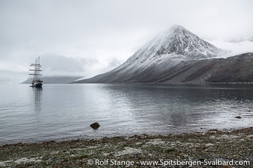 Up north to Spitsbergen's northwestern corner