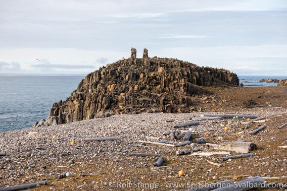 Tokrossøya rocky hill