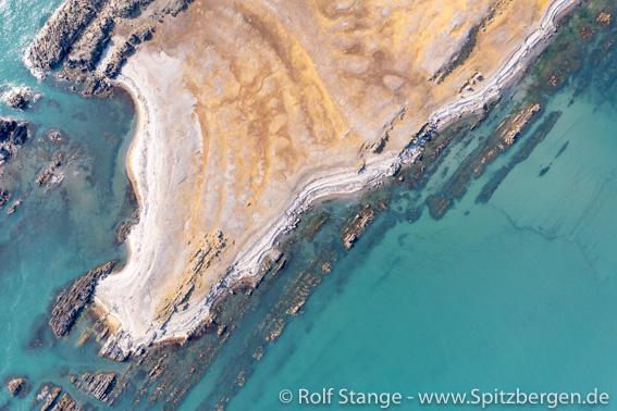 Tokrossøya: rocky shore and shallows